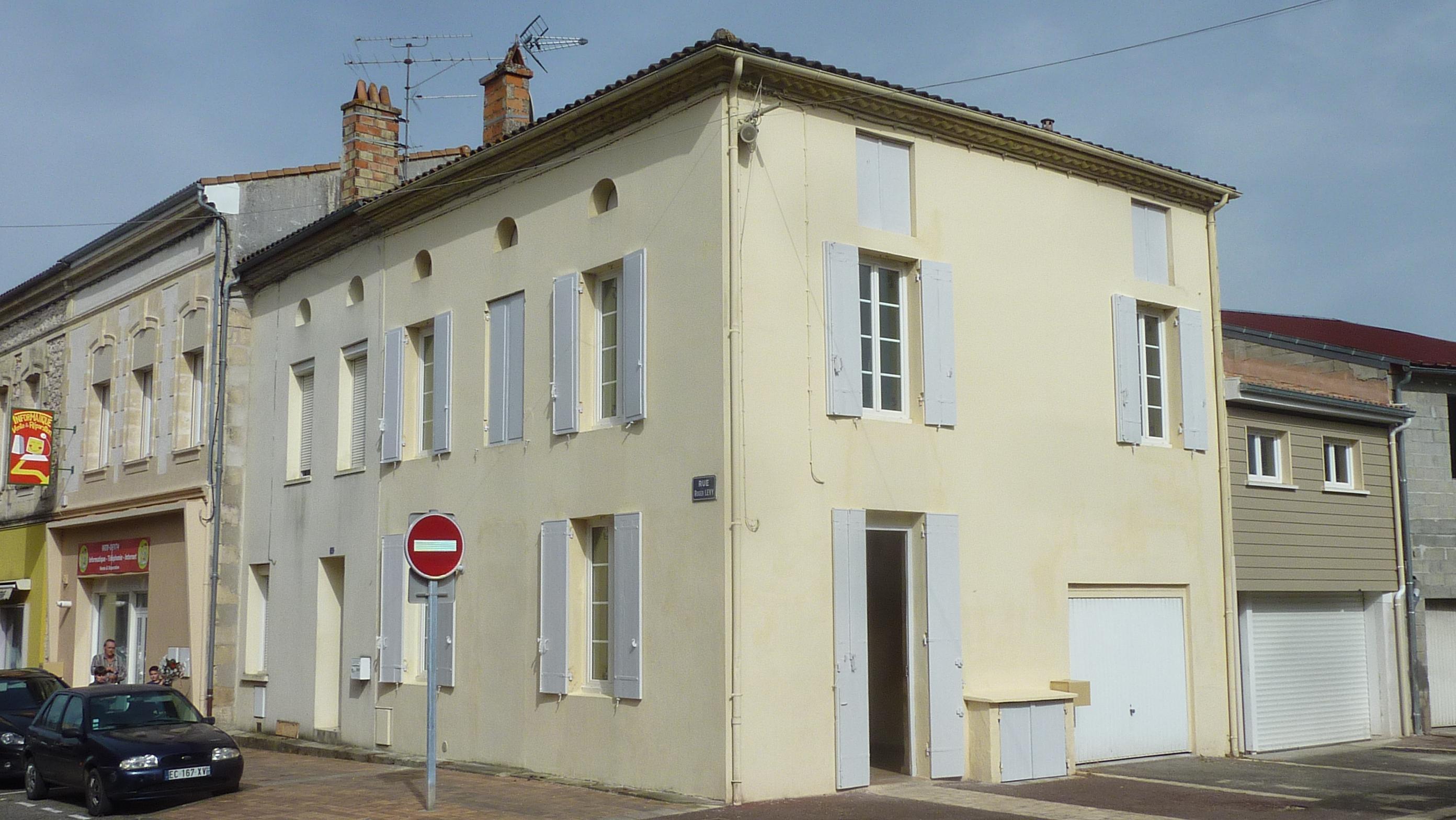SAINTE BAZEILLE – Maison – Centre village