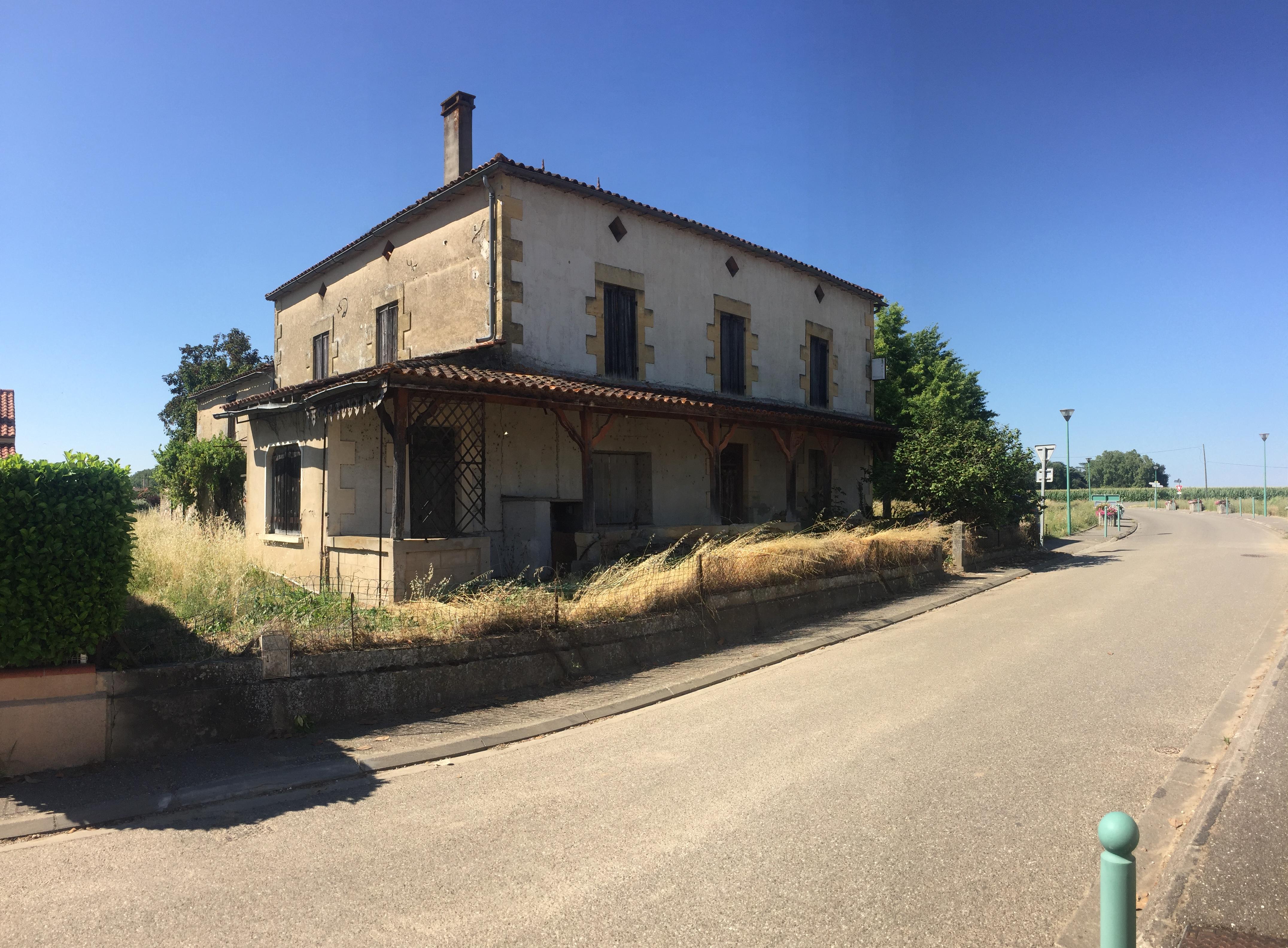 LONGUEVILLE – Maison de village – A rénover